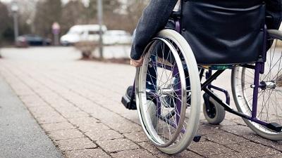 نقدی درباره معلولین